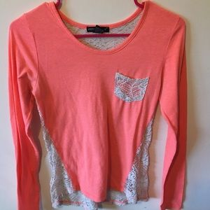 Long sleeve cute floral opening in the back!!!